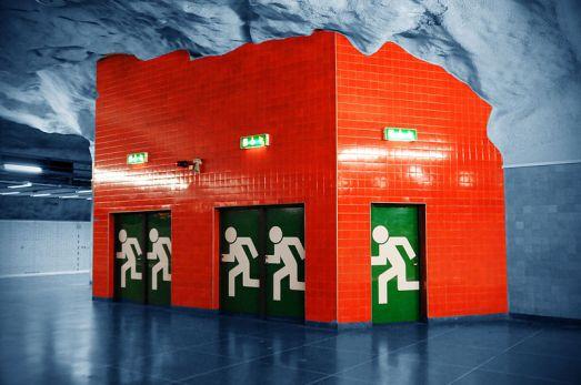 800px-Emergency_exit_Stockholm_metro